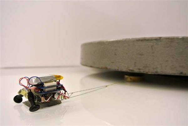 En MicroTags drar ett objekt som väger 200  gånger så mycket.