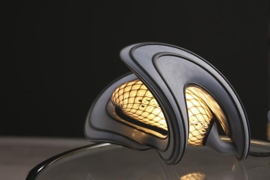 Lampa utskriven i en 3D-skrivare med polyjet-teknik.