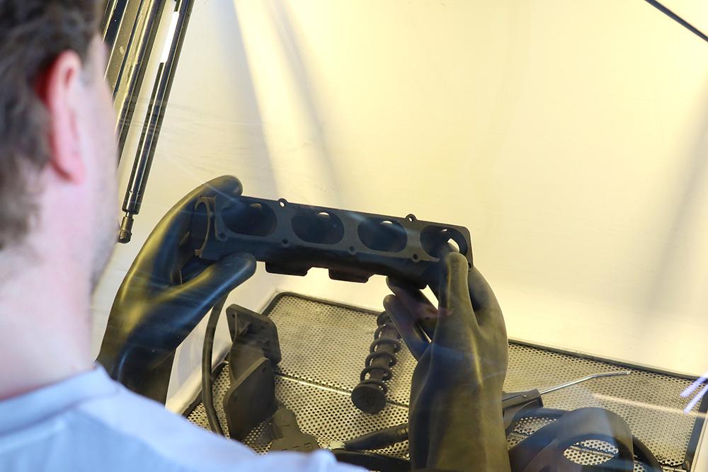 Efter vattenblästring och torkning med tryckluft är de 3D-utskrifterna klara att använda.
